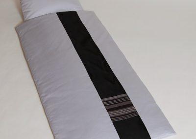 0113 Deckengarn. 011387 tv Jupiter silbergr., schw. Baumwoll streifen u. Handwebstoff zwei grau mit Silberstr
